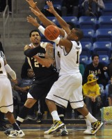 Julian Boyd passes the ball to a teammate in Saturday's game between Quinnipiac and LIU Brooklyn.