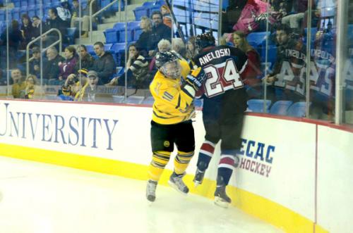 _QU-v-UNO-Hockey-12-30-12-395