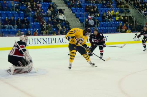 _QU-v-UNO-Hockey-12-30-12-687